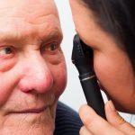 Surgeon Treat Cataracts