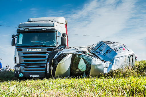 3 Ways to Lower Your Trucking Insurance Premiums Online